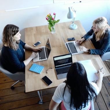 Personen bei Besprechung